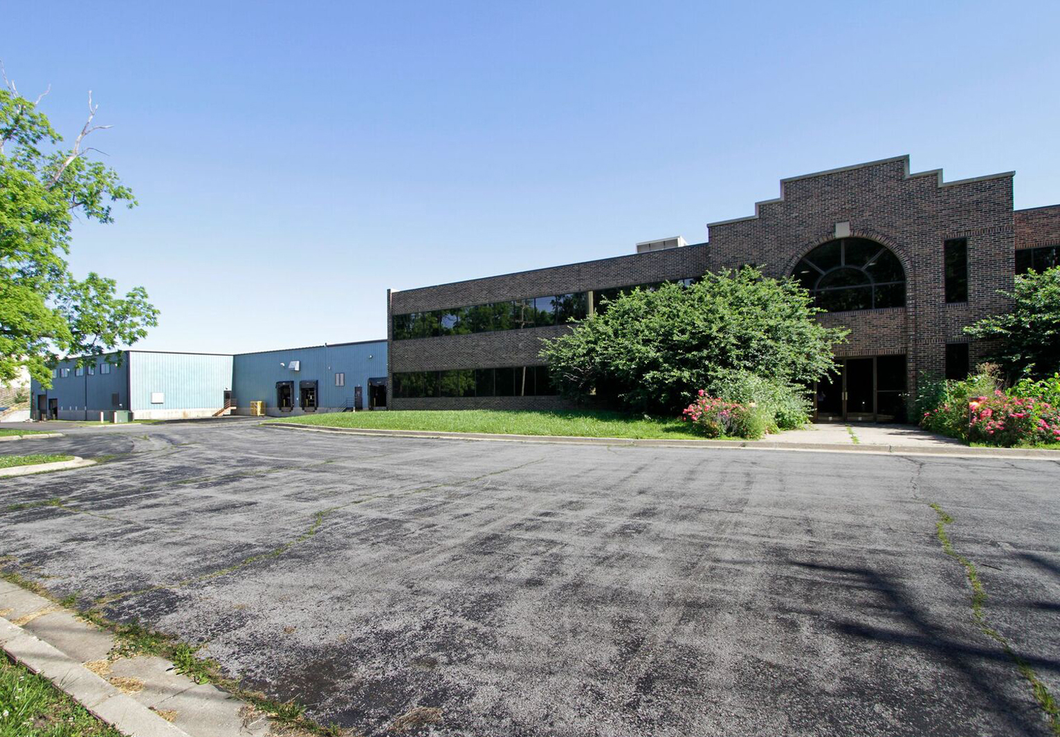 Newmark Grubb Zimmer Brokers Sale of 102,600 Square Foot Industrial Building