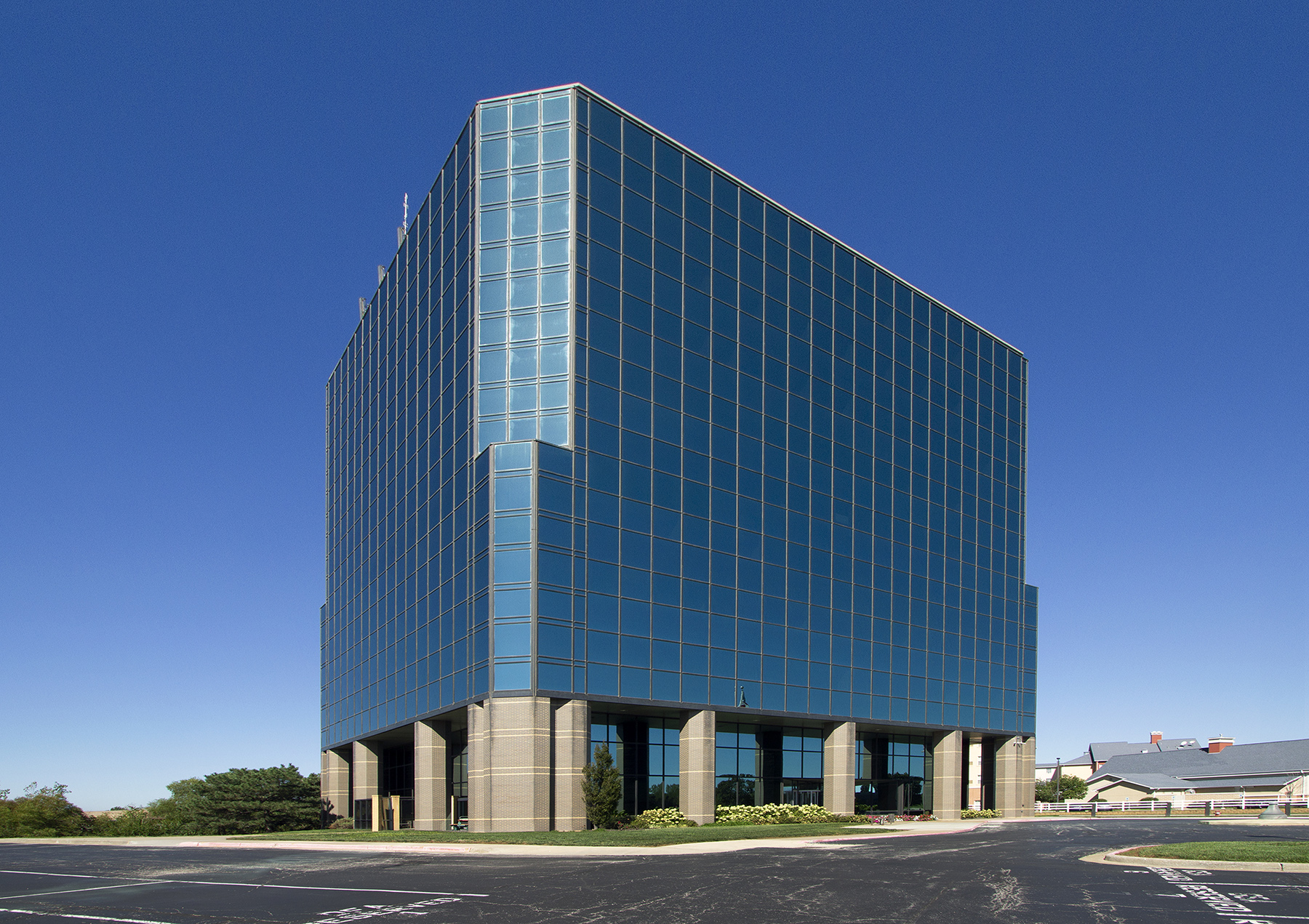Newmark Grubb Zimmer Arranges Sale of 109,193 Square Foot Office Building in Kansas City